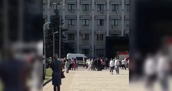 Эвакуировали Одесскую ОГА: работают спасатели – видео с места