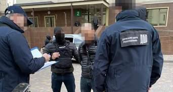 """Поліцейський роками """"кришував"""" порнобізнес на Одещині: затримали на гарячому"""