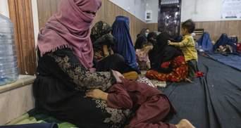 Щоб врятувати сім'ю від голоду: чоловік в Афганістані хоче продати 4-річну доньку
