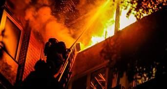 В Киеве в многоэтажке вспыхнул масштабный пожар: есть жертва