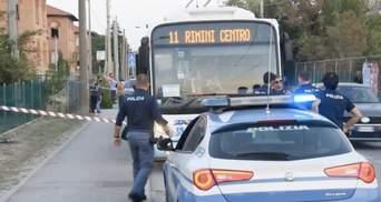 Попросили показать билет: в Италии беженец устроил кровавую резню в автобусе