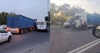 В Николаеве пассажиры маршрутки избили водителя фуры: на место вызвали полицию и медиков