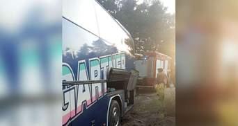 44 ребенка оказались в ловушке: днепровские спасатели освобождали автобус