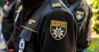 Незнакомец ударил ножом отдыхающего во время ссоры в Киеве