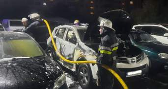 На стоянке в Харькове подожгли автомобиль: он мог принадлежать топ-полицейскому
