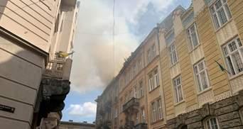 В центре Львова горит историческое здание: фото и видео с места пожара