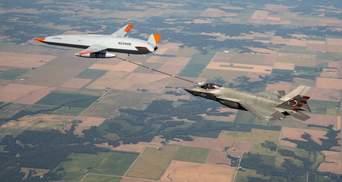 Беспилотник MQ-25 Stingray впервые заправил истребитель F-35C в воздухе