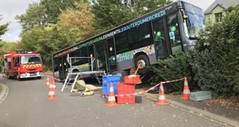 Во Франции автобус со школьниками попал в ДТП, 27 детей травмированы