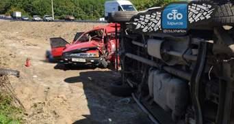 Легковушка разбилась и слетела с дороги: под Харьковом произошла смертельная ДТП – жуткие фото