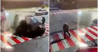 В ДТП на Черниговщине мужчина чудом спасся, авто пролетело перед ним: впечатляющее видео