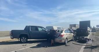 Дорогу закрыло дымом: на Днепропетровщине произошла жесткая автокатастрофа с грузовиком