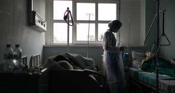 Ситуация с COVID-19 обостряется: в 10 регионах чрезмерное количество госпитализированных
