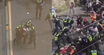 Антикарантинний протест в Австралії переріс у сутички з поліцією: емоційні відео