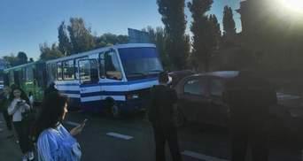 В Одессе столкнулись 2 маршрутки и легковушка: образовалась многокилометровая пробка