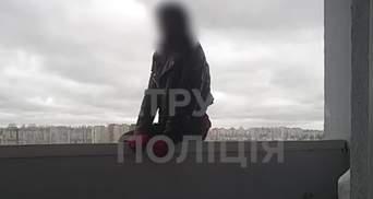 Поліцейські врятували 17-річну дівчину, яка зірвалася з 25 поверху у Києві: моторошне відео