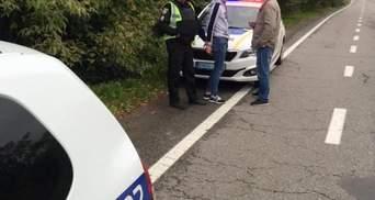 Выпрыгнула из машины во время движения: на Львовщине произошло разбойное нападение на девушку