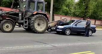 В Одессе авто налетело на пилу трактора: видео момента аварии