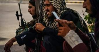 Таліби заборонили чоловікам в Афганістані голитися й носити стильні зачіски