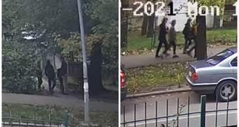 У Києві малолітні грабіжники побили й обікрали підлітка: відео моменту