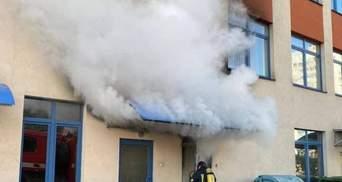 На Осокорках у Києві загорілася інженерна гімназія