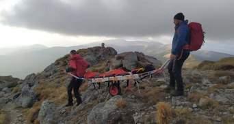 Їзда по горах завершилась травмою: у Карпатах перекинувся турист на квадроциклі