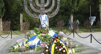 Цинічна сучасність: у Бабиному Яру працює тир, а забудовник зрізав хрести на місці розстрілу