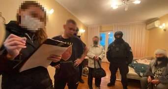 В Киеве поймали адвоката и работника страховой, которые сколотили банду коллекторов