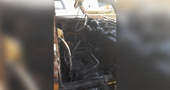 Від авто залишилося згарище: зняли наслідки жорсткої пожежі в Харкові