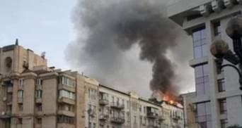 Біля Майдану Незалежності спалахнула масштабна пожежа на даху будинку – моторошні фото і відео