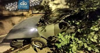 В Харькове легковушка врезалась в подъезд жилого дома: видео с места ДТП