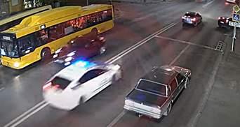 В Днепре водитель убегал от полиции и устроил тройное ДТП: видео погони