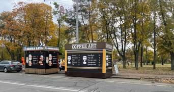 Коммунальщики освободили от МАФов  улицу в парке Киото в Киеве, но оставили 2 киоска