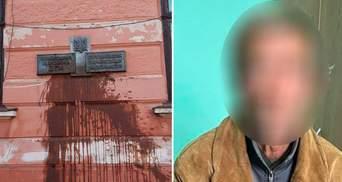 В Черновцах нашли мужчину, который облил Народный дом нечистотами