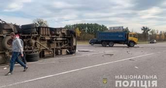 На Киевщине столкнулись автобус и грузовик: пострадали белорусы