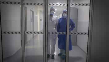 Держава допоможе не всім: скільки отримують медики, які перехворіли COVID-19