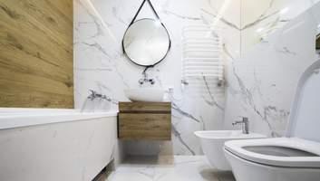 Как сэкономить на ремонте в ванной: 3 дорогих решения в интерьере