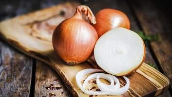З побічних ефектів лише неприємний запах: кілька причин їсти цибулі