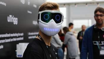 Український школяр створив розумну маску: як виглядає, що вміє – фото, відео