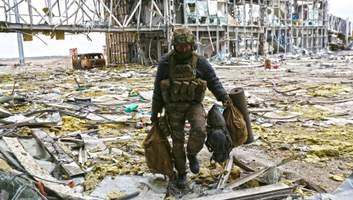 В Украине чтят память защитников Донецкого аэропорта: история киборгов – фото, видео