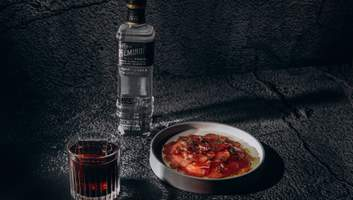 Карпаччо из говядины и коктейль Round 1: варианты фудпейринга