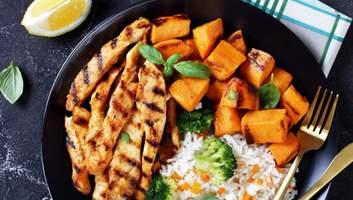 Вечеря за 30 хвилин: смачні страви з курячих стріпсів та філе для відбивної