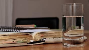 У чому користь води та скільки її потрібно випивати щодня