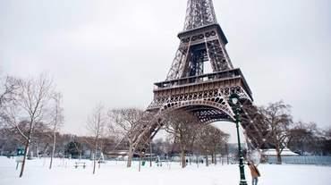 У Парижі закрили Ейфелеву вежу: відома причина