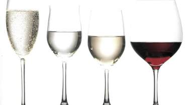 Як форма та розмір келиха впливають на смак і аромат вина