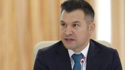 Без штанов: министр спорта Румынии опозорился в прямом эфире – видео
