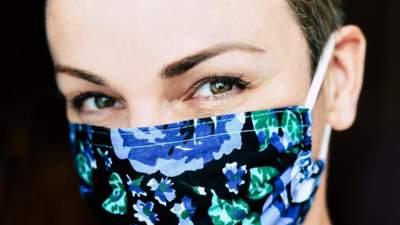 Как носить защитную маску так, чтобы не болели уши: оригинальные прически