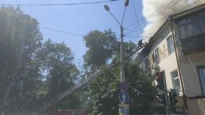 У центрі Одеси спалахнула масштабна пожежа: горить житловий будинок – фото, відео