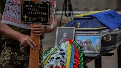 В Киеве и Львове простились с погибшим на Донбассе Тарасом Матвеевым: фото