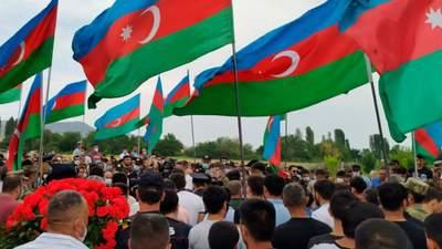 В Азербайджане многотысячные акции требуют продолжения боевых действий