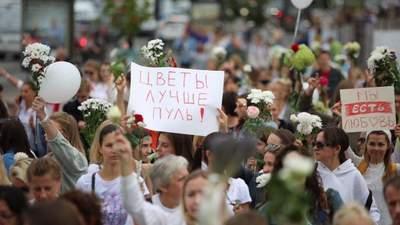 Беларусь протестует пятый день: на улицы вышли женщины с цветами и медики – фото, видео